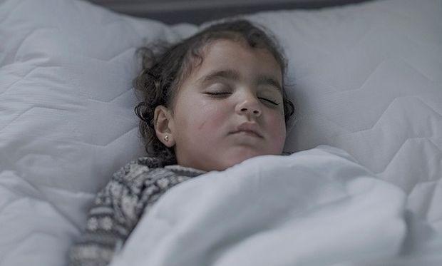 Σοκαριστικό: Δείτε πού κοιμούνται τα προσφυγόπουλα - Κάθε εικόνα και μία ιστορία ζωής (δεύτερο μέρος)