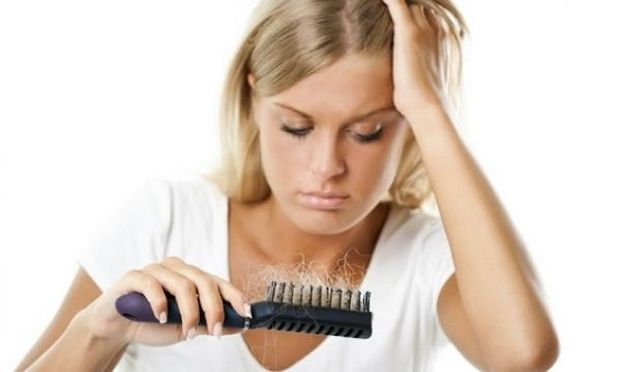 Πέφτουν τα μαλλιά σου; Αντιμετώπισε την τριχόπτωση με φυσικά υλικά!