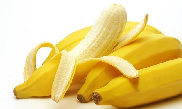 Πετάτε την μπανανόφλουδα; Δείτε οκτώ λόγους που θα σας κάνουν να το ξανασκεφτείτε