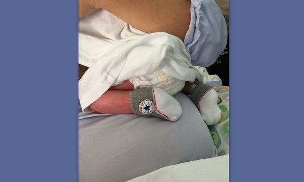 Η πρώτη φωτογραφία από το νεογέννητο γνωστής Ελληνίδας μέσα από το μαιευτήριο