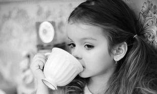 Κάνει τα παιδιά να πίνουν ντεκαφεϊνέ καφέ;