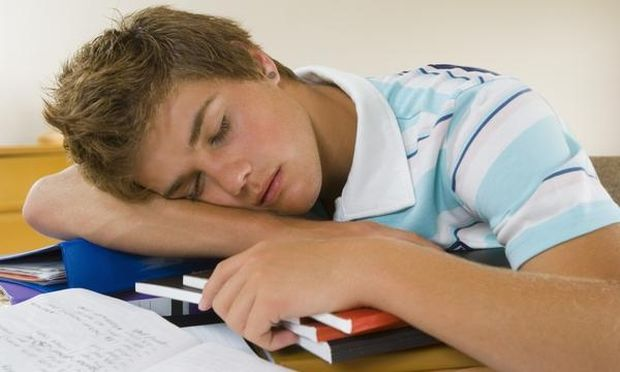 Εφηβεία: Λιγότερος ύπνος,περισσότερα κιλά