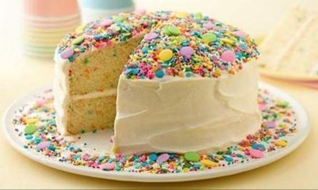 Δείτε πώς πρέπει να κόβετε μια στρογγυλή τούρτα (βίντεο)