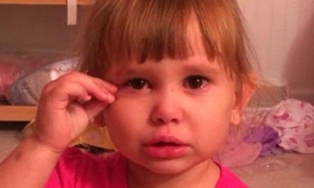 Αυτή η μικρή προσπαθεί να πείσει τον μπαμπά της ότι η Barbie την ανάγκασε να κάνει την αταξία! (βίντεο)