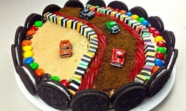 Εύκολη τούρτα γενεθλίων για αγόρια! (εικόνες βήμα-βήμα)