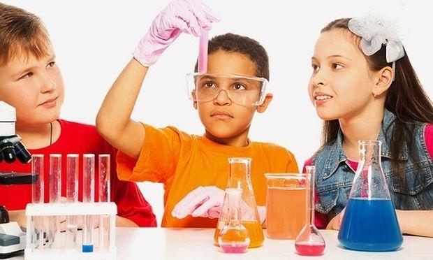 Πέντε πειράματα που τα παιδιά σας θα λατρέψουν (βίντεο)
