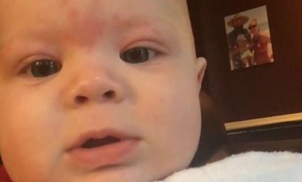 Αξιολάτρευτο: Μωρό 5 μηνών ανταγωνίζεται τα ουρλιαχτά των σκύλων! (βίντεο)