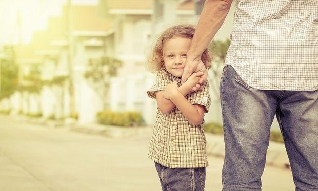 Πώς να μάθετε το παιδί σας να προστατεύει τον εαυτό του από τους αγνώστους