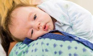 Εβδομάδα Μητρικού Θηλασμού: Το μωρό που θηλάζει χρειάζεται να ρευτεί;