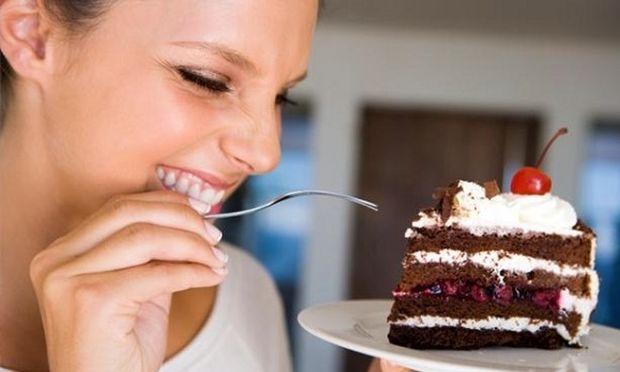 Πώς μπορείτε να κόψετε τη ζάχαρη χωρίς να στερηθείτε τα γλυκά