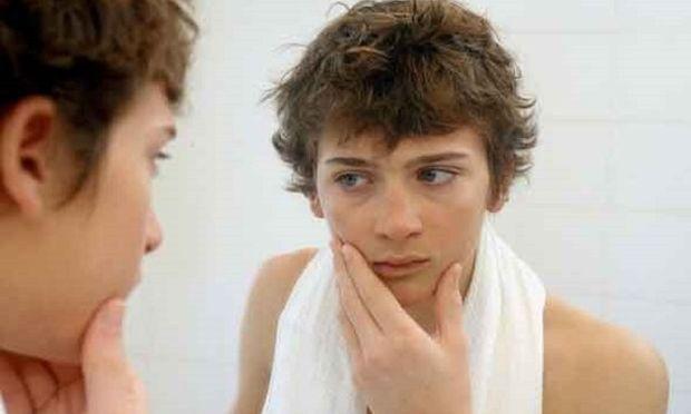 Γιατί ο έφηβος περνά πολλές ώρες στο μπάνιο;