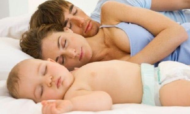 Γιατί πρέπει τα παιδιά να μάθουν να κοιμούνται στο κρεβάτι τους