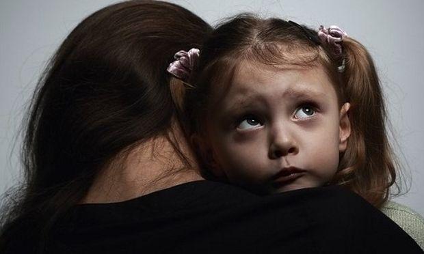 Πώς μπορείς να διώξεις το φόβο μιας μητέρας;