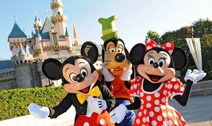 #PrayForParis: Κλειστή η Disneyland και τα μουσεία στο Παρίσι