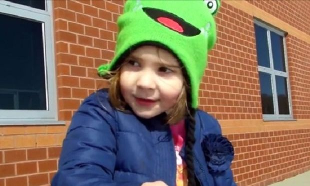Δεν φαντάζεστε τι σκέφτηκε να πουλήσει το κοριτσάκι προκειμένου να αγοράσει ένα παιχνίδι!(βίντεο)