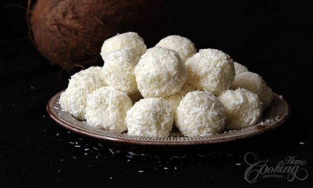 Λαχταριστά τρουφάκια με ινδοκάρυδο και λευκή σοκολάτα (εικόνες βήμα-βήμα)