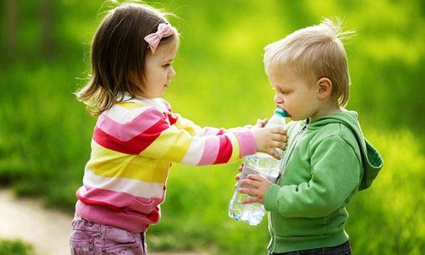 Πώς να μάθετε το παιδί σας να είναι γενναιόδωρο