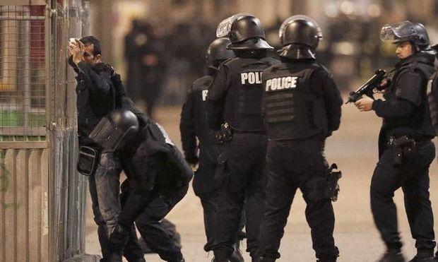 Παρίσι: 7 συλλήψεις 2 νεκροί και αδιευκρίνιστες πληροφορίες για την επιχείρηση στο Σεν Ντενί