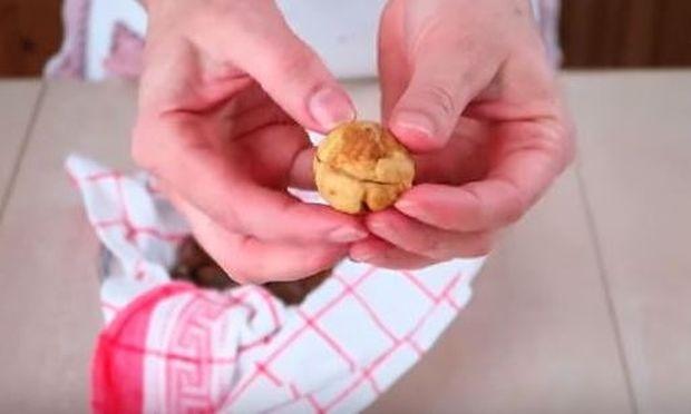 Δείτε πώς θα ψήσετε τα κάστανα στον φούρνο μικροκυμάτων (βίντεο)