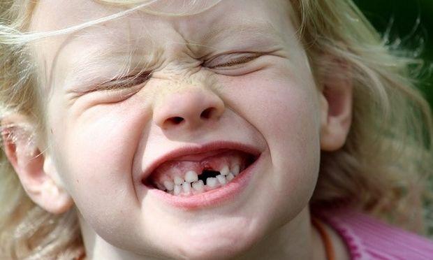 Το παιδί μου τρίζει τα δόντια του.Είναι ανησυχητικό;