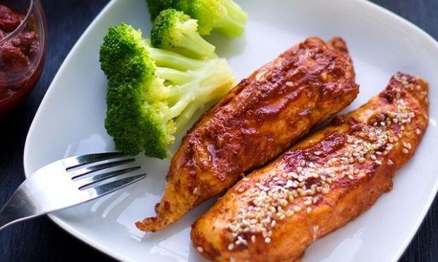 Πικάντικο ψητό στήθος κοτόπουλου με χαρίσα