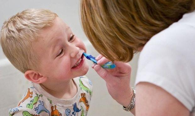 Το παιδί μου βαριέται να πλένει τα δόντια του.Υπάρχει λύση;