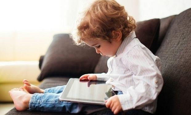 Tablets και smartphones βλάπτουν τις τεχνολογικές δεξιότητες των παιδιών