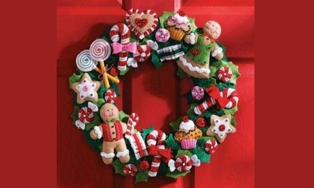 DIY: Φτιάξτε το πιο όμορφο χριστουγεννιάτικο στεφάνι για την πόρτα σας