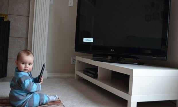 Τηλεόραση και βρεφική ανάπτυξη, συμβουλεύει η παιδίατρος του Mothersblog
