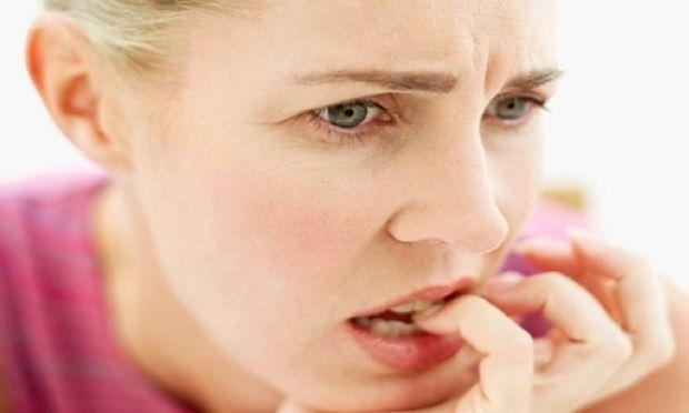 Πρόωρη εμμηνόπαυση στις γυναίκες προκαλεί το κάπνισμα, ακόμα και το παθητικό