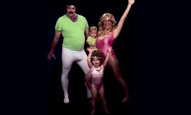 Από το 2003 δημιουργούν αστεία χριστουγεννιάτικα οικογενειακά πορτρέτα. Το αποτέλεσμα; Ξεκαρδιστικό (εικόνες)