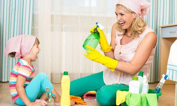 Έτσι θα ξεκολλήσετε εύκολα τα αυτοκόλλητα των παιδιών από τα ντουλάπια και τις πόρτες