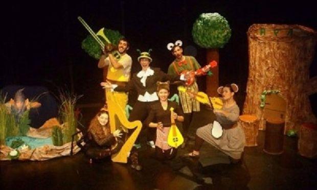 Η Λήδα και η ορχήστρα της για μία παράσταση στο Life N' Art Theater