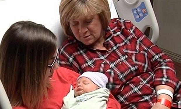 Απίστευτη ιστορία: Μητέρα γέννησε την κόρη της κόρης της! (βίντεο)