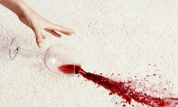 Πώς να εξαφανίσετε το λεκέ από κόκκινο κρασί
