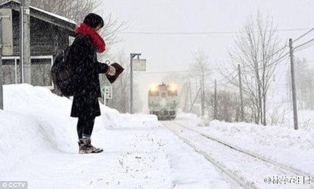 Αυτό το τρένο λειτουργεί για να μεταφέρει μόνο έναν επιβάτη: Μία μαθήτρια !
