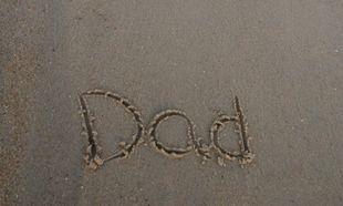 """«Μπαμπά, έχουμε πει να μην λέμε """"μπαμπά"""" στο σχολείο!»- Γράφει ο Νίκος Συρίγος"""