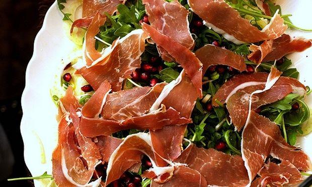 Νόστιμη σαλάτα με προσούτο και μάραθο