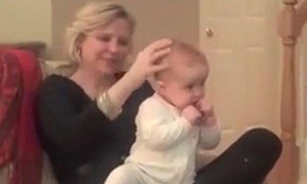 Δείτε με ποιο τρόπο μητέρα βάζει το παιδί της για ύπνο σε μόλις ένα λεπτό! (βίντεο)