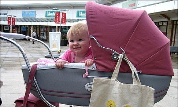 Δείτε για ποιον απίστευτο λόγο πατέρας εγκατέλειψε το παιδί του στο καρότσι (βίντεο)