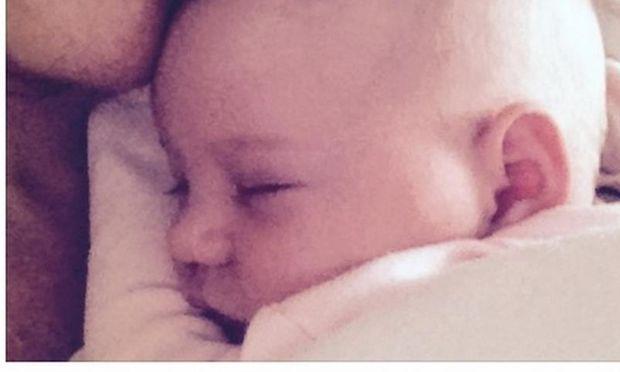 Γνωστή Ελληνίδα ηθοποιός μας συστήνει τη νεογέννητη κόρη της (φωτό)