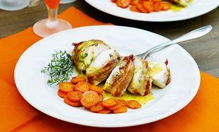 Φιλέτο κοτόπουλο με λαδολέμονο τυλιγμένο με μπέικον