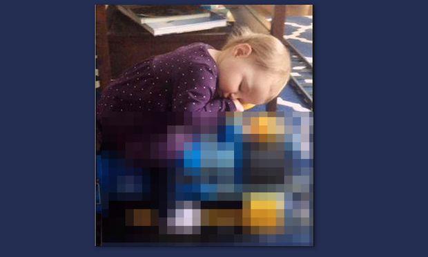 Δείτε που αποκοιμήθηκε αυτό το κοριτσάκι ενώ έπαιζε (βίντεο)