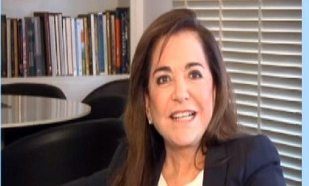 Ντόρα Μπακογιάννη: Είμαι μία καλή σύζυγος, μία μέτρια μητέρα και μία πολύ καλή γιαγιά (βίντεο)