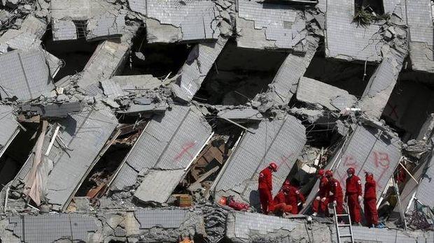 Σεισμός Ταϊβάν: Συνεχίζονται οι επιχειρήσεις διάσωσης - Ζωντανό ανασύρθηκε ένα κοριτσάκι οκτώ ετών