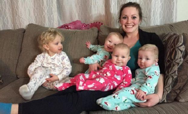 Δείτε πώς μία μητέρα ντύνει ταυτόχρονα τα τέσσερα μωρά της! (βίντεο)