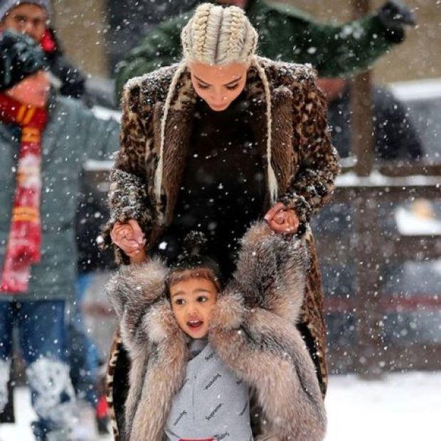 Η Kim Kardashian μαθαίνει ice-skating στη μικρή North και οι φωτογραφίες είναι υπέροχες