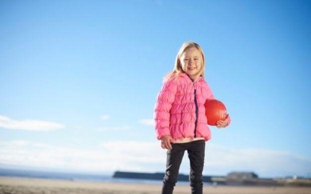 Η 7χρονη που λειτουργεί με… μπαταρίες (εικόνες-βίντεο)