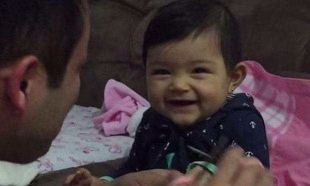 Δείτε τι συμβαίνει όταν ένας μπαμπάς επιχειρεί να κόψει τα νύχια της μικρής του κόρης (βίντεο)
