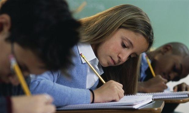 Πώς η έλλειψη ύπνου και η ώρα που γίνονται τα διαγωνίσματα επηρεάζουν την επίδοση των μαθητών